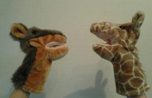 giraffe en jakhals
